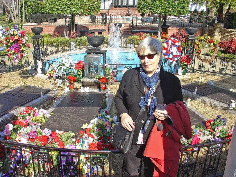Ved Elvis grav på Graceland       Foto: R.T. Enoksen