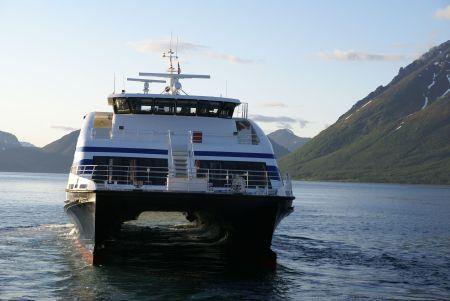 Fjordprinsessen kommer. Foto: R.T. Enoksen