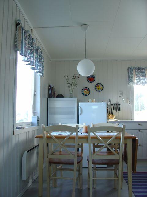Spisebord med lampe
