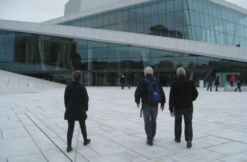 På tur til operaen. Foto: J.K. Bless