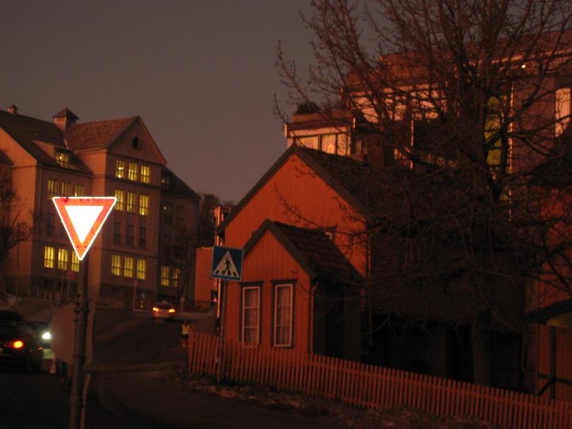 Trolsk stemning og eventyrlig lys i formiddag i Tromsø.