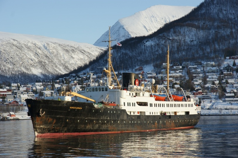 Nordstjernen kommer til Tromsø på nordgående på sin siste tur i rutefart langs kysten.