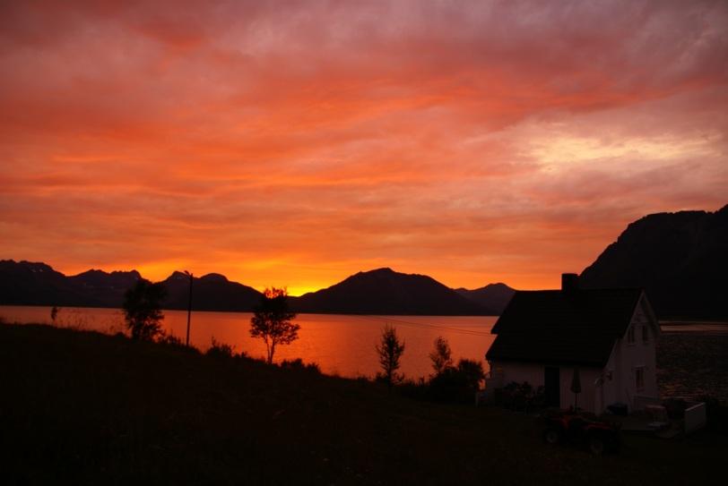 Solnedgang over Arnøya