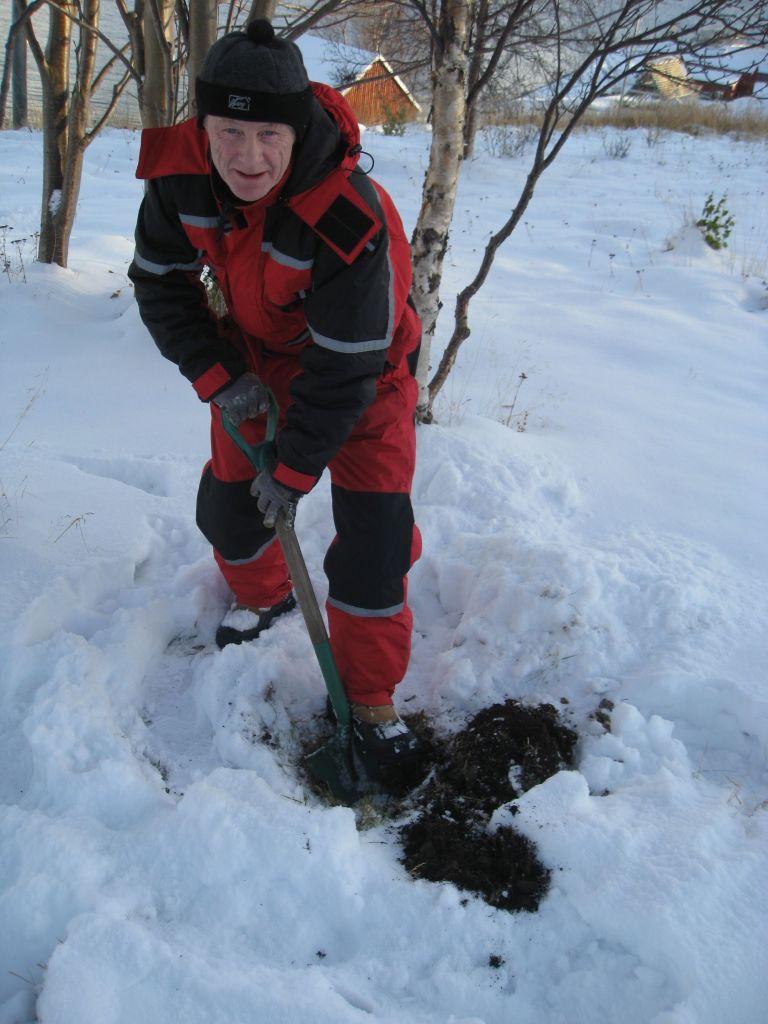 Rolf Terje spar jord og snø