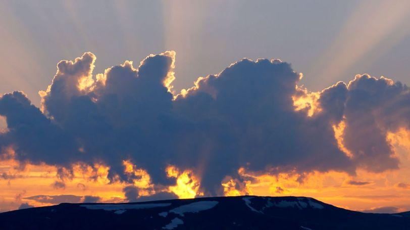 Trolske skyer over Arnøya