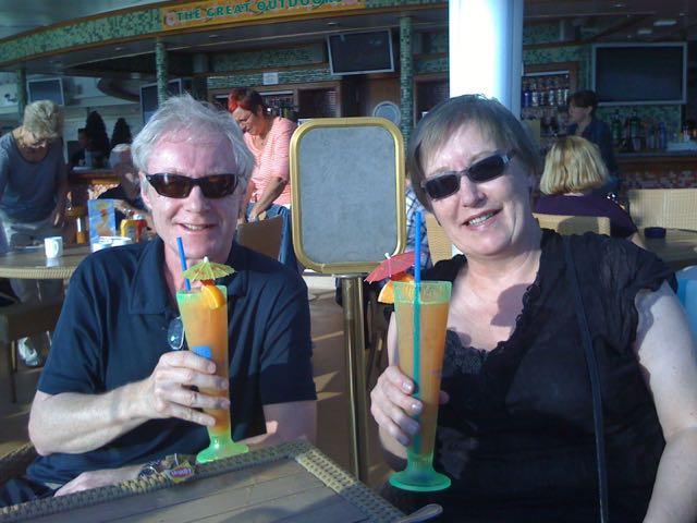 Eldre par på cruise