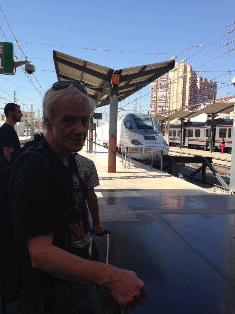 Venter på tog til Valencia