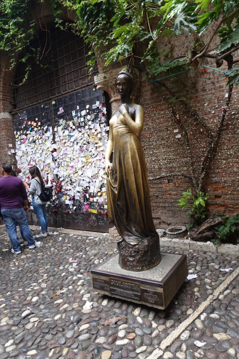 Statue av Julie